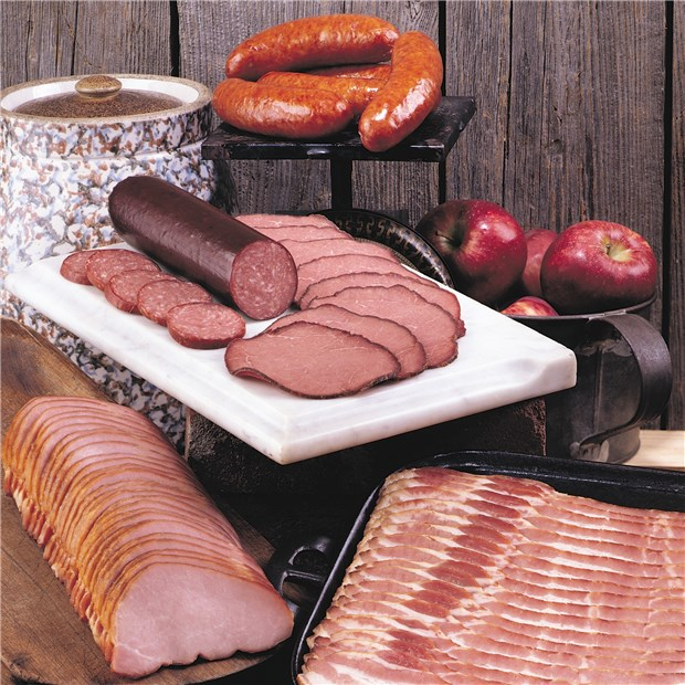 914_Famous_Nueskes_Applewood_Smoked_Meats_Sampler