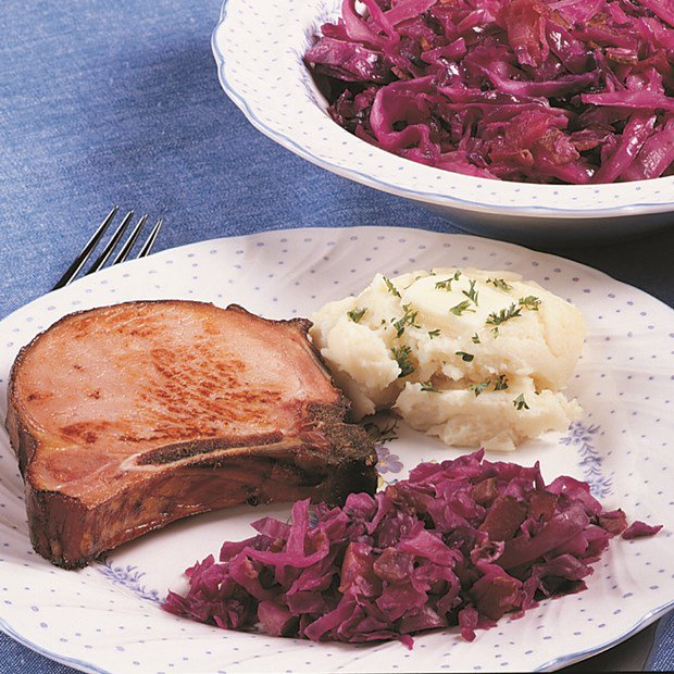 Sweet_and_Sour_Red_Cabbage_with_Bacon_Nueskes_Recipe
