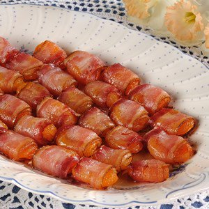 Apricots wrapped in Bacon